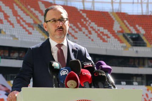 Bakan Kasapoğlu, yapımı tamamlanan Yeni Adana Stadı'nı inceledi